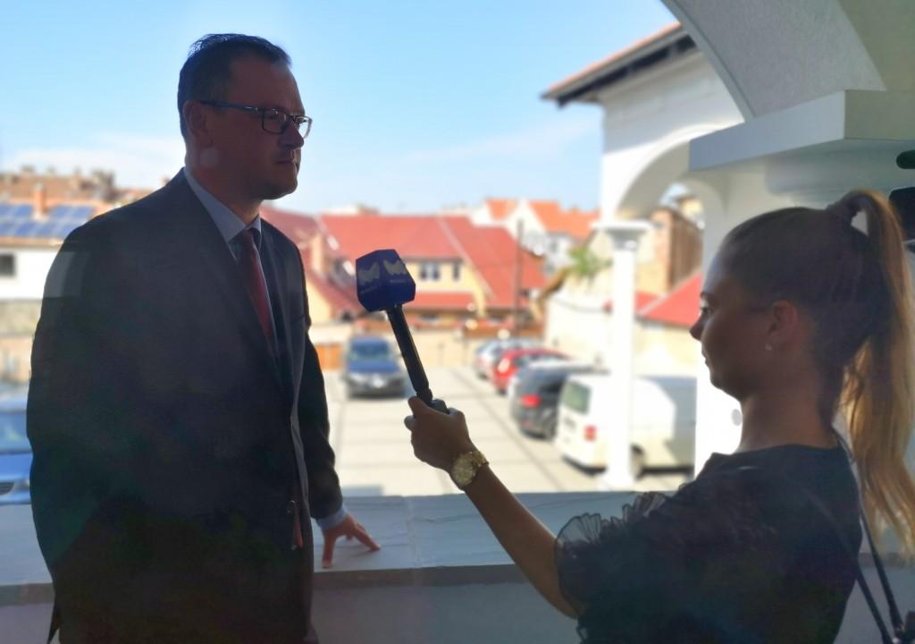 Hajdu Roland interjú közben